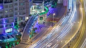 Skylineansicht des Verkehrs auf Al Saada-Straßennacht-timelapse in Dubai stock video