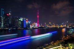 Skylinenachtansicht über neuen Bereich Pudongs, Shanghai Lizenzfreie Stockbilder