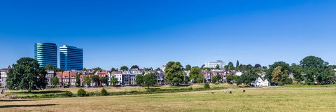 Skylinestadt Arnhem in den Niederlanden Stockbild