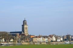 Skylinestadt Deventer und Fluss Ijssel Lizenzfreie Stockbilder