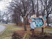 Skylt av Henry Vilas Zoo i Madison, Förenta staterna arkivbild