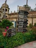 Skyltar på bhoolbhullaiyyaen royaltyfria bilder