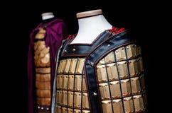 Skyltdocka med orientalisk traditionell harnesk royaltyfri foto