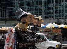 Skyltdockor som bär hattar Fotografering för Bildbyråer