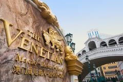 Skylten av det Venetian Macao hotellet och kasinot tillgriper i Macao Royaltyfri Fotografi