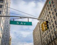 Skylten för femte aveny, New York Royaltyfri Fotografi