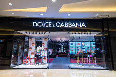 Skyltfönster för Dolce Gabbana modeboutique Hong Kong Royaltyfria Bilder