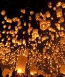 Skylyktor på lyktafestivalen royaltyfria bilder