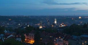 Skymning över Lviv Royaltyfri Foto