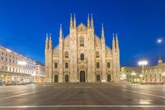Skymning av duomoen Milan Cathedral i Italien Royaltyfri Bild