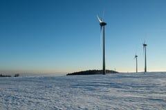 Skymning av vindkraft i malmbergen Royaltyfri Bild