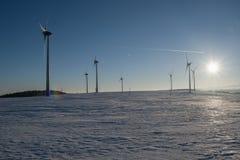 Skymning av vindkraft i malmbergen Royaltyfria Foton