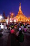 skymning för myanmar pagodashwedagon under Royaltyfri Bild