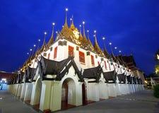 skymning för tempel för lahaprasartmetalltak royaltyfri bild