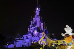 Skymning framme av slotten av den sova skönheten Royaltyfri Foto