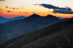 Skymning i Abruzzo berg nära Rocca Calascio, Italien Arkivfoto