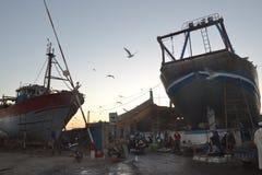 Skymning i den gamla Fishingporten av Essaouira royaltyfria foton