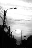 Skymning i den svartvita byn Arkivfoto