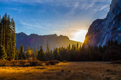 Skymning i den Yosemite dalen Arkivbilder