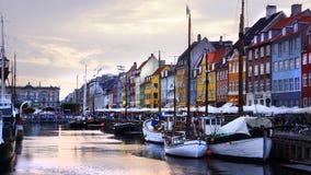Skymning i Nyhavn, Köpenhamn Royaltyfri Bild
