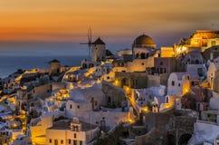 Skymning i Oia Santorini Royaltyfri Bild