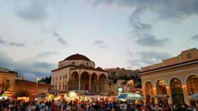 Skymning i plaza av Monastiraki, Aten, Grekland Royaltyfri Bild