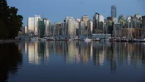 Skymning i stadens centrum Vancouver, kolhamn Arkivfoton