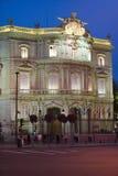 Skymning nära Plaza de Cibeles, Madrid, Spanien Royaltyfri Bild