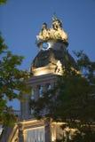 Skymning nära Plaza de Cibeles, Madrid, Spanien Royaltyfria Bilder