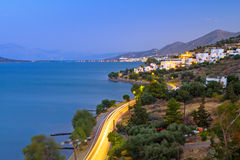 Skymning på den Mirabello fjärden på Crete Royaltyfri Fotografi