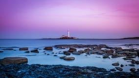 Skymning på den Northumberland kusten Arkivfoto