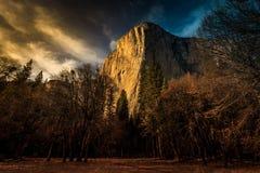 Skymning på El Capitan, Yosemite nationalpark, Kalifornien Fotografering för Bildbyråer