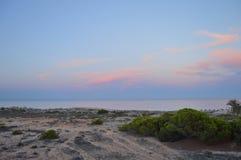 Skymning på en spansk strand Royaltyfria Foton