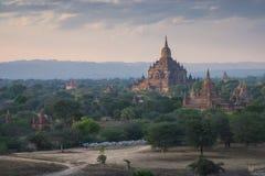Skymning på gamla Bagan Royaltyfri Foto