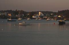Skymning på knivsmeden Harbor, Maine royaltyfria foton