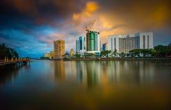 Skymning på staden Fotografering för Bildbyråer