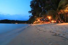 Skymning på stranden, Koh Kood, Thailand Arkivfoton