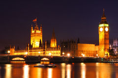 Skymning på Westminster, United Kingdom Royaltyfri Foto