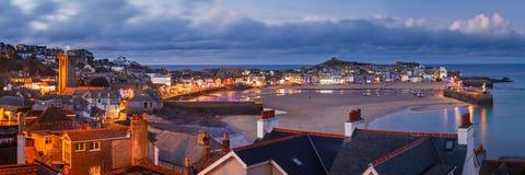 Skymning som förbiser St Ives Cornwall arkivfoto