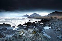 Stormigt hav i southeast iceland royaltyfria bilder