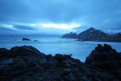 Stormigt hav i southeast iceland royaltyfria foton