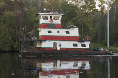 Skymningbogserbåt Royaltyfria Foton