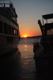 Skymninglandskap till och med två fartyg Royaltyfria Foton