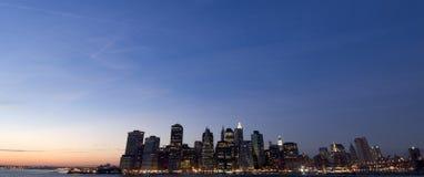 skymninglinje skyskrapor fotografering för bildbyråer