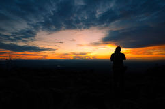 Skymningljus på berget i Thailand Royaltyfri Fotografi