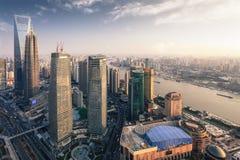 skymningmetropolis moderna shanghai Royaltyfri Foto