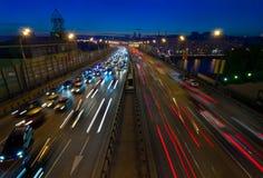 skymningmoscow trafik Royaltyfri Foto