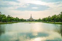 Skymningpaviljonggränsmärket av Suan Luang Rama offentlig IX parkerar, Bangkok Arkivbilder