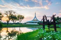 Skymningpaviljonggränsmärket av Suan Luang Rama offentlig IX parkerar, Bangkok Arkivbild
