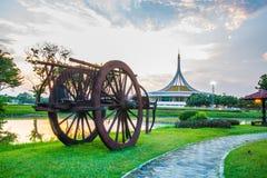 Skymningpaviljonggränsmärket av Suan Luang Rama offentlig IX parkerar, Bangkok Royaltyfria Bilder
